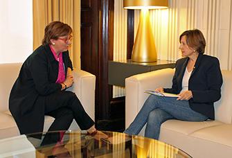 Rosa Armengol al Parlament amb la presidenta Carme Forcadell