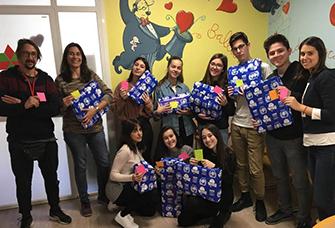 Jocs i joguines pels infants hospitalitzat a Vall d'Hebron per celebrar el Dia Internacional de les Cardiopaties Congènites